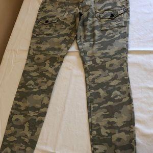 Gap Camo skinny jeans. NWOT